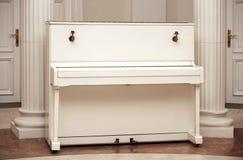 białe pianino Zdjęcia Stock