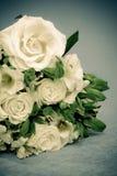 Białe róże i leluje Zdjęcia Stock