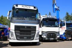 Białe Volvo i Renault ciężarówki Zdjęcia Royalty Free
