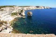 Białe wapień falezy Bonifacio, Corsica zdjęcie royalty free