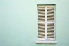Białe, zamknięte okno żaluzje, fotografia stock