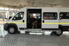 Białego Citroà 'n luzowania światła Handlowy transport Van Zdjęcia Stock