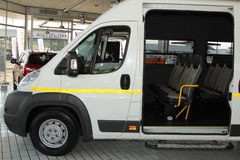 Białego Citroà 'n luzowania światła Handlowy transport Van Fotografia Stock