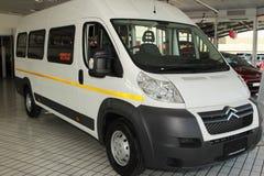 Białego Citroà 'n luzowania światła Handlowy transport Van Zdjęcie Stock