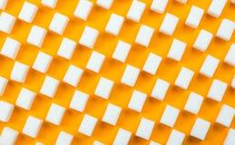 Białego cukieru sześciany na pomarańczowym tle obrazy royalty free