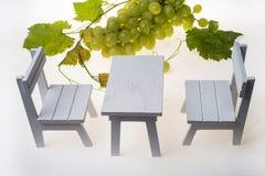 Białego krzesła gronowy owocowy tło Zdjęcia Stock