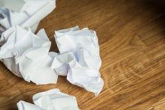Białego papieru piłka na drewnianym stole Fotografia Royalty Free