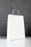 Białego papieru torba na zakupy Zdjęcia Stock