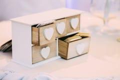 Białego rocznika Dekoracyjny Drewniany pudełko dla Odwiedzać karty Zdjęcia Stock