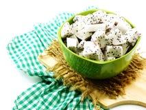 Białego smoka odżywki owocowy wysoki cięcie w ceramicznego pucharu selekcyjnej ostrości obrazy royalty free