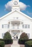Białego szalunku odziany budynek zdjęcie royalty free