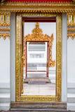 Białej świątyni ścienny i piękny bogaty kona zakończenie, wejście t obrazy stock