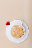 Białej filiżanki serca i napoju kawowy gorący symbol kocha valentine dzień Zdjęcie Stock