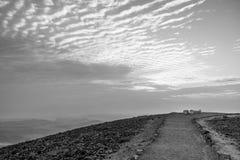 Białej i czarnej magii kolorowy wschód słońca w ziemi święta judean deserze Zdjęcia Stock