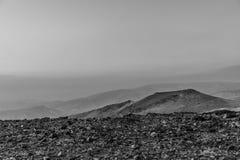 Białej i czarnej magii ranku kolorowy krajobraz wschód słońca nad negev judean pustynią w Izrael Fotografia Stock