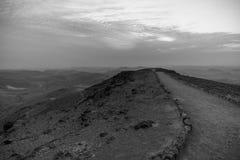 Białej i czarnej magii wschodu słońca świt nad ziemi święta judean pustynią w Izrael Obraz Stock