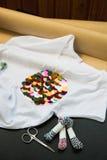 Białej koszulki barwioni cekiny obrazy stock