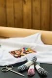 Białej koszulki barwioni cekiny zdjęcia royalty free