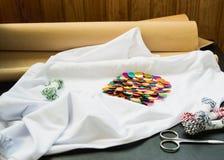 Białej koszulki barwioni cekiny zdjęcie stock