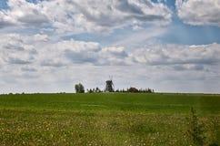 Białoruś ` Dudutki ` jest muzealnym kompleksem antyczni rękodzieła w Białoruś Stary młyn Maj 21, 2017 Fotografia Stock