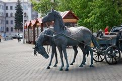 Białoruś minister Pomnikowa załoga Dwa konia z furą Maj 21, 2017 obrazy stock