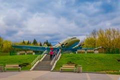 BIAŁORUŚ MINSK, MAJ, - 01, 2018: Plenerowy widok Radziecki rosjanina Yakovlev Yak-9 myśliwiec W Belarusian muzeum Obraz Stock