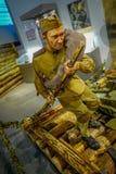 BIAŁORUŚ MINSK, MAJ, - 01, 2018: Salowy widok max mężczyzna będący ubranym wojskowego uniform w przedstawicielstwie wojna i wypos Zdjęcie Royalty Free
