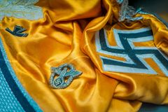BIAŁORUŚ MINSK, MAJ, - 01, 2018: Zakończenie Hakenkreuz swastyki naziści up podpisuje żółtego gatunek wśrodku stanu muzeum Obrazy Royalty Free