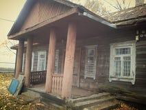 Białoruś, Minsk region, retro, USSR, wygłupy, stary dom obrazy stock