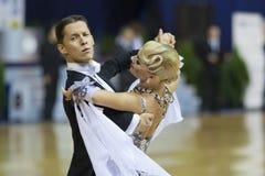 BIAŁORUŚ, PAŹDZIERNIK, 21: Taniec miłościwa para Fotografia Stock