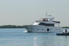 Biały łódź zdjęcia stock