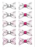 Biały łęku krawat z menchiami kropkuje ustaloną realistyczną wektorową ilustrację ilustracja wektor