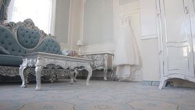 Biały ślubnej sukni obwieszenie na drzwi Podróż suwakiem zbiory