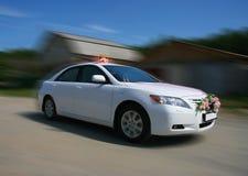 Biały ślubny samochód Fotografia Royalty Free