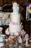 Biały ślubny tort Zdjęcie Royalty Free