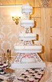 Biały ślubny tort Fotografia Royalty Free