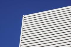 Biały aluminiowy architektury ściany projekta wzór z światłem i cieniem Obraz Stock