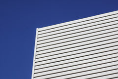Biały aluminiowy architektury ściany projekta wzór z światłem i cieniem Fotografia Royalty Free