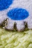 Biały, błękitny i złocisty ścieg wełny tkaniny wzór makro-, Zdjęcie Stock