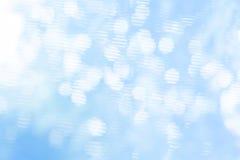 Biały bokeh na błękitnym tle Obraz Stock