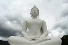 Biały Buddha w północnym Thailand Obraz Stock