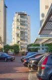 Biały budynek z błękitnymi kurenda balkonami fotografia royalty free