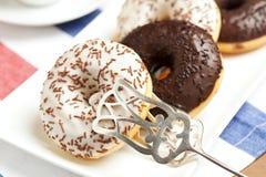 biały crumble czarny donuts zdjęcie stock