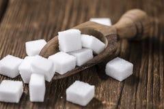 Biały cukier na drewnianym tle (selekcyjna ostrość) Fotografia Stock