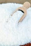 Biały cukier w drewnianej łyżce Zdjęcie Stock