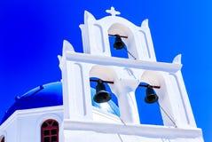 Biały Cycladic kościół w Santorini, Grecja zdjęcie stock