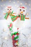 Biały czekoladowy marshmallow bałwan dla bożych narodzeń obrazy royalty free