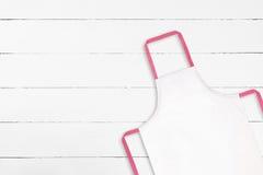 Biały fartuch na białej teksturze obraz stock