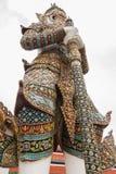Biały Gigantyczny opiekun w Wata Phra Kaew świątyni obraz royalty free
