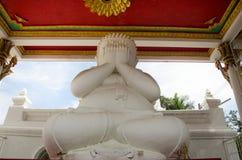 Biały gruby Buddha statuy ręki story oko lub widzii żadny złego buddhas st Zdjęcie Stock
